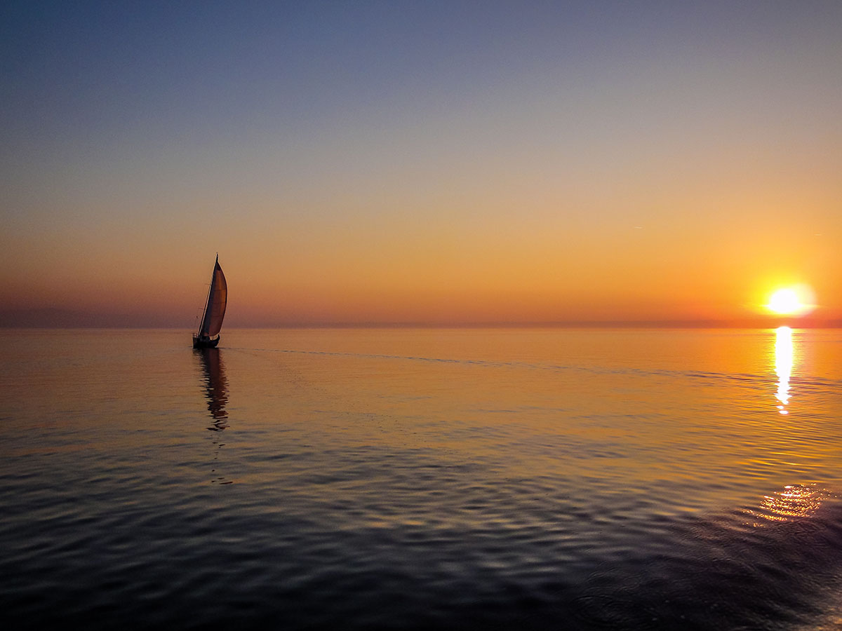Sailing slow travel